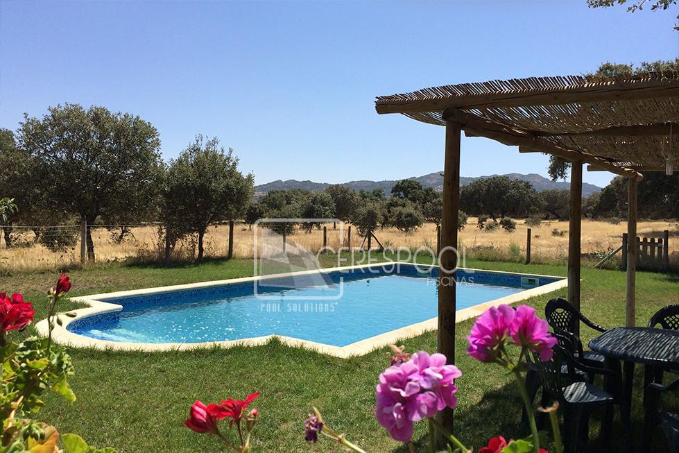 Construcci n de piscina casa rural dehesa de campo viejo for Casa rural para cuatro personas con piscina